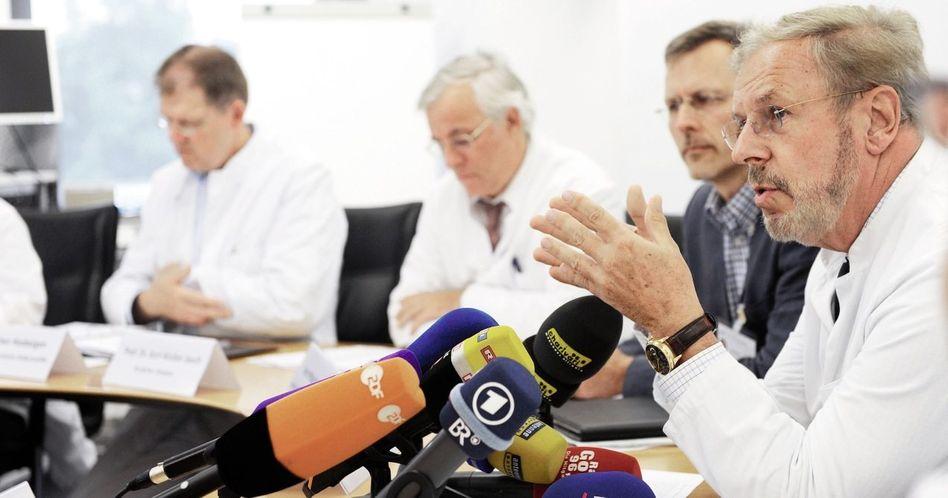 Frauenklinik-Direktor Friese (r.): Nachforschungen misstrauischer Ärzte