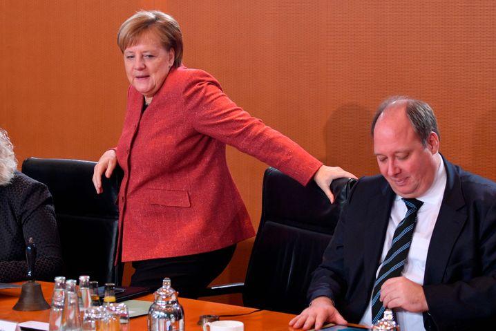 """Kanzlerin Merkel, Minister Braun: """"Wir wollen sehr klar und transparent informieren"""""""