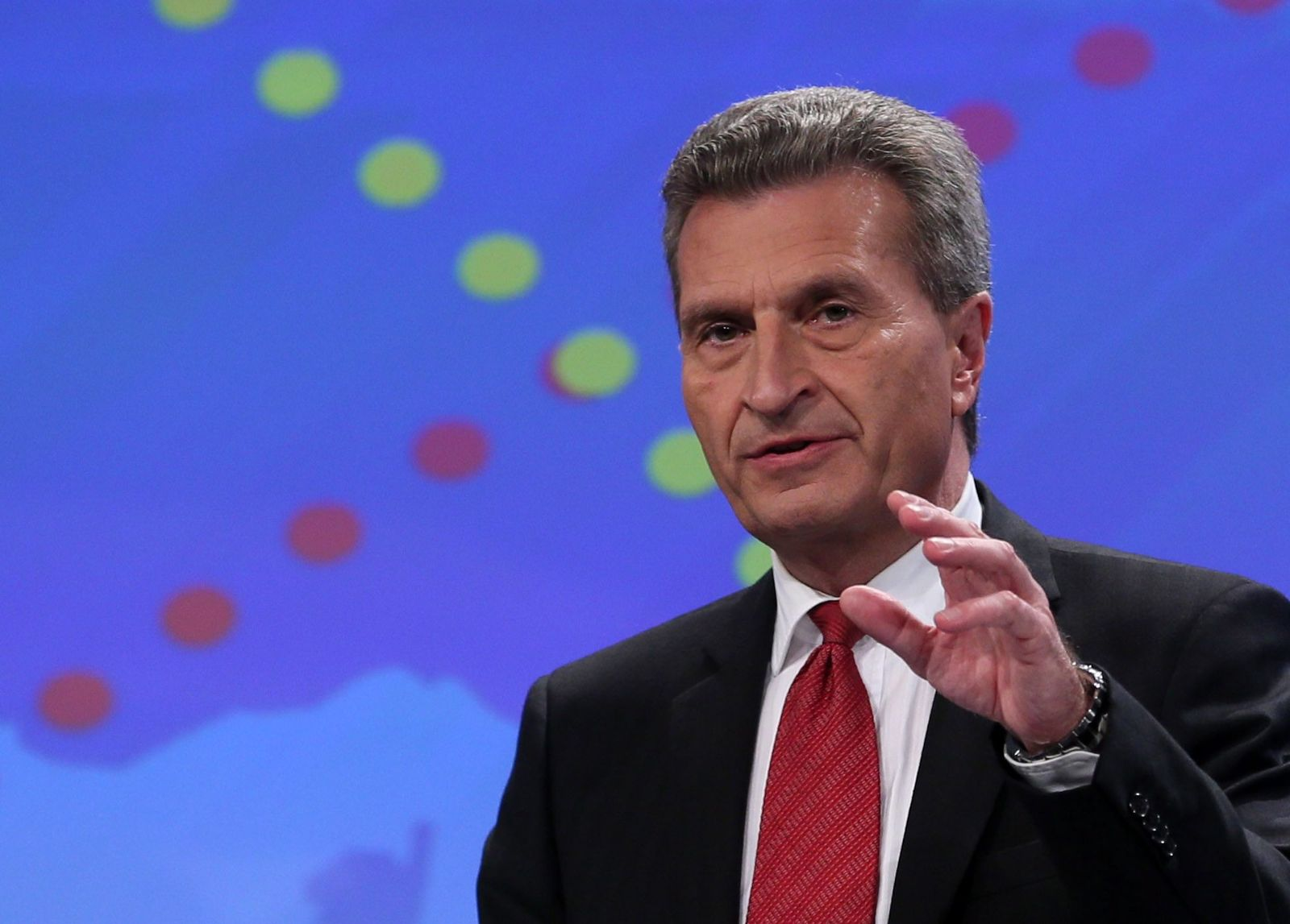 EU Commission adopts lists of projects of common interest in en Oettinger