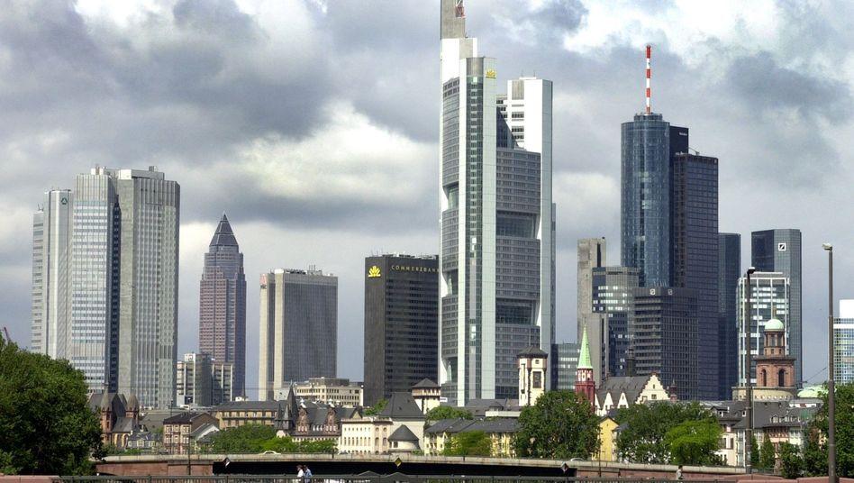 Frankfurter Bankenviertel: Kunden drohen Kontendurchsuchungen