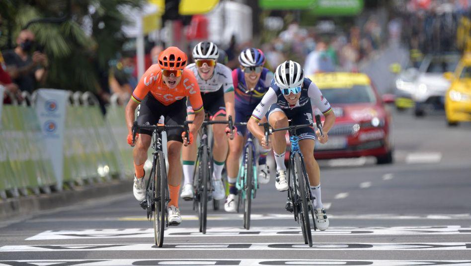 Elizabeth Deignan (r.) überholte Marianne Vos (l.) auf den letzten Metern