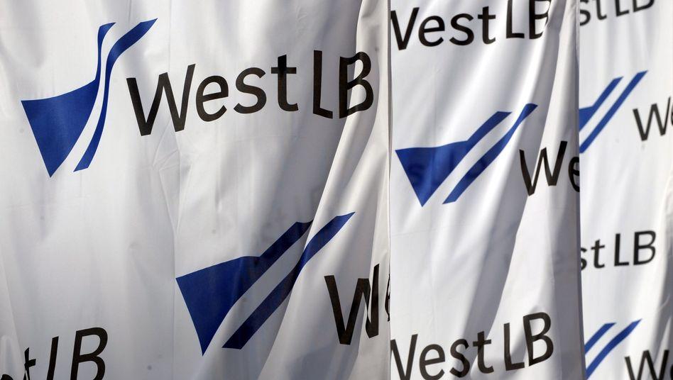 Flaggen der WestLB: Chinesisches Geldinstitut soll an maroder Landesbank interessiert sein