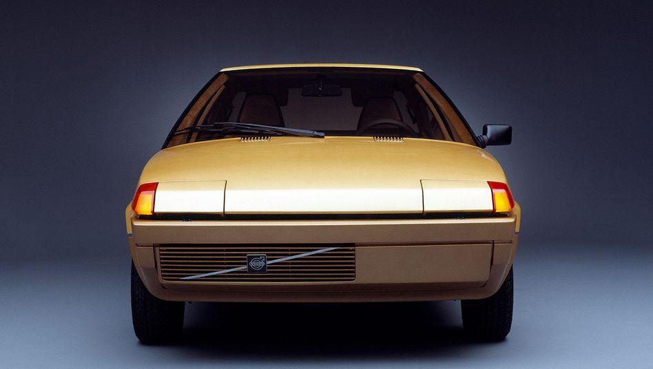 Ein Muster an Geradlinigkeit war die Bertone-Studie Volvo Tundra, die 1979 vorgestellt wurde. Der nach links verschobene Kühlergrill bringt etwas Leben in die ansonsten strenge Symmetrie