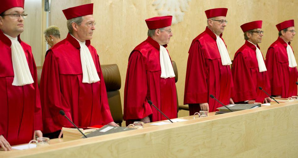 Bundesverfassungsgericht: Der Erste Senat schränkt Datenzugriffe von Ermittlern ein