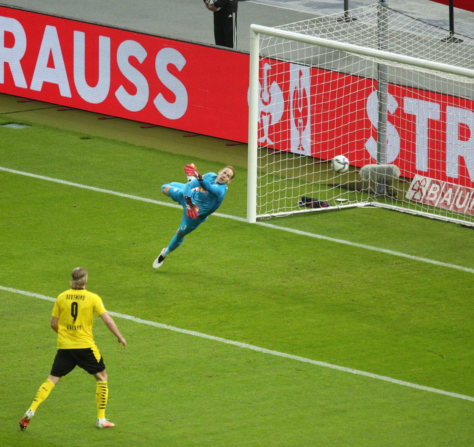 13.05.2021, Fussball DFB Pokal 2020/2021, Finale , RB Leipzig - Borussia Dortmund, im Olympiastadion Berlin. Torwart Pet
