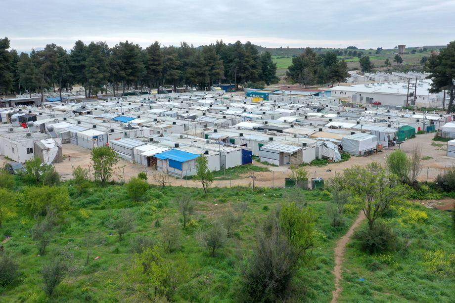 Zur nächsten Stadt sind es eineinhalb Stunden: Containerlager in Ritsona