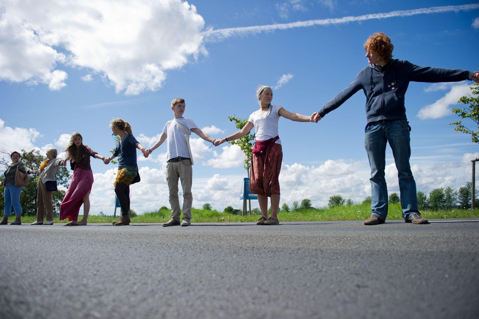 Pasewalk / Menschenkette gegen Rechtsextremismus