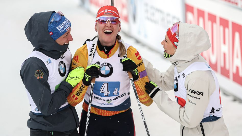 Denise Herrmann (Mitte) gewinnt den Sprint der Frauen (Archivfoto)