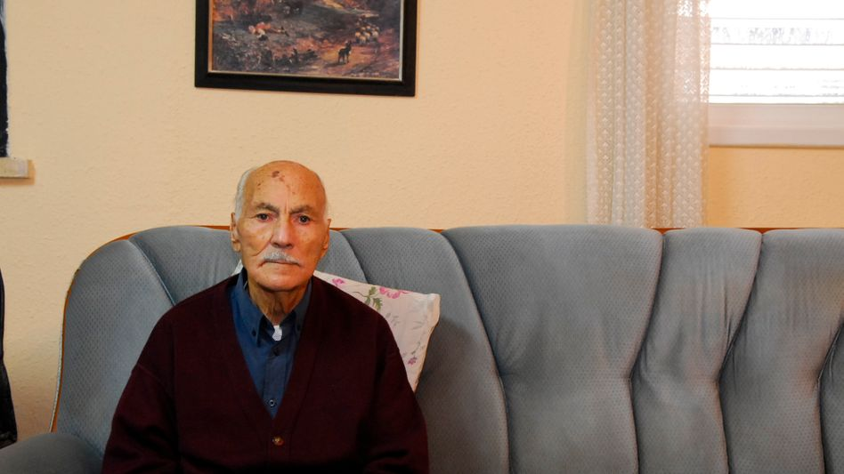 Yitzhak Ganon survived Auschwitz SS doctor Josef Mengele's medical experiments -- and swore never to set foot in a hospital again.