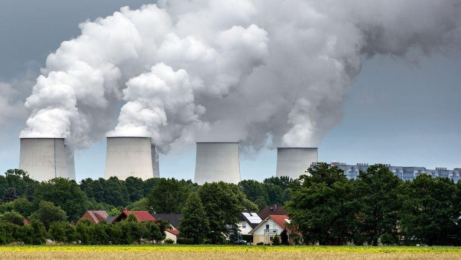 Vattenfall-Braunkohlekraftwerk in Jänschwalde (Brandenburg): Weg von konventionellen Kraftwerken, hin zu erneuerbaren Energien