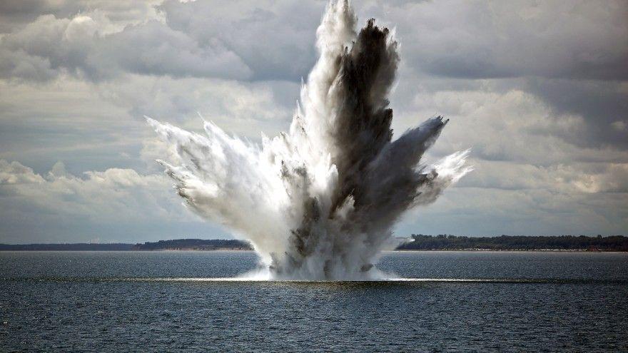 EINMALIGE VERWENDUNG Detonation/ Explosion/ Seemine