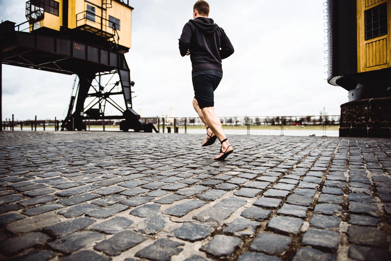 EINMALIGE VERWENDUNG Achilles/ Barefoot Academy/ Jogger