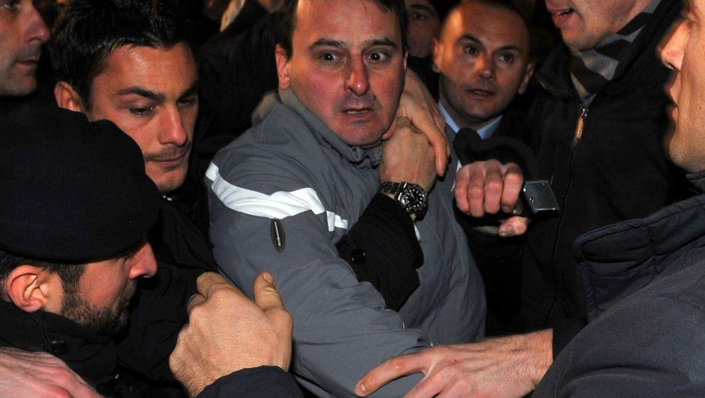 Photo Gallery: Attack on Silvio Berlusconi