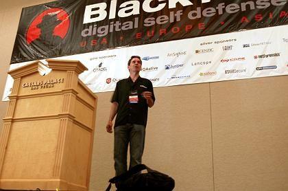 Hacker willkommen: Andrew Cushman, Sicherheitschef von Microsoft auf der Black Hat Conference