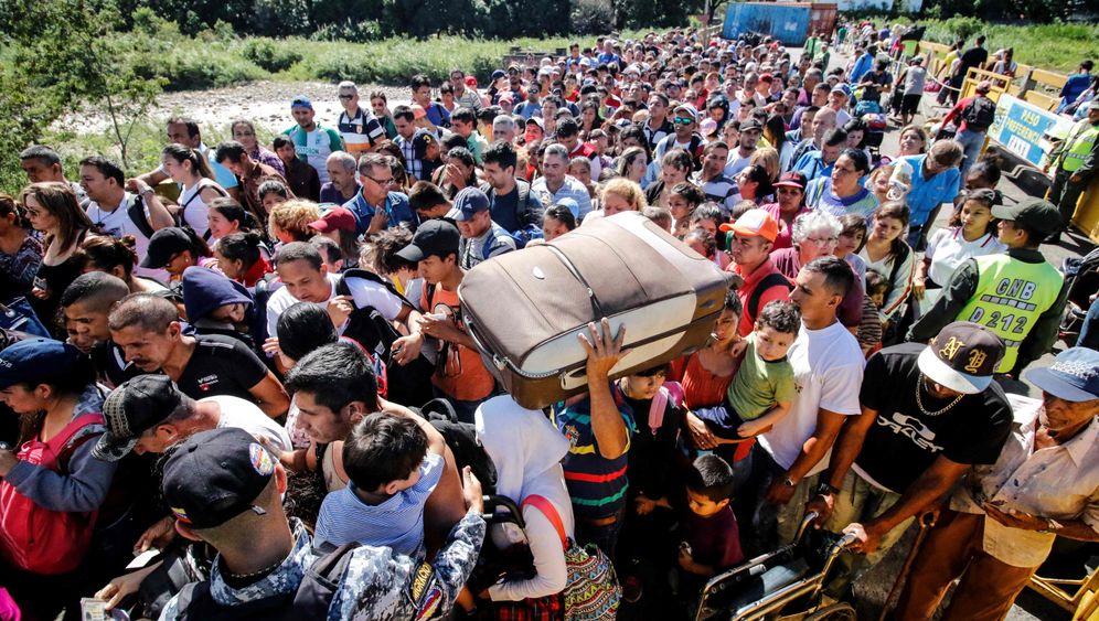 Warten auf den Übertritt: Lange Schlangen an der Grenze