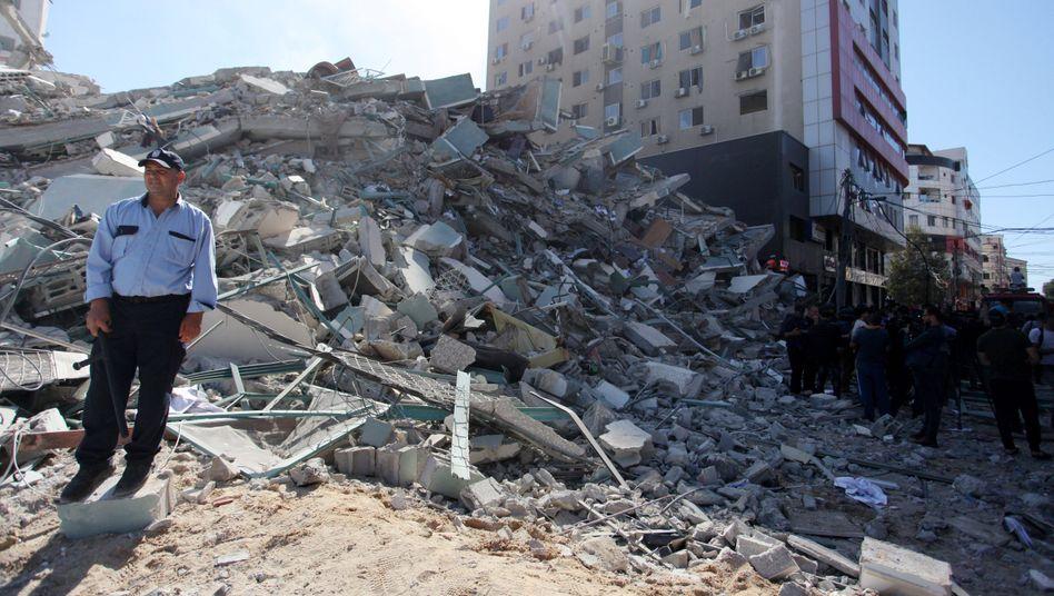 Nur noch Schutt: Der Ort, an dem das Hochhaus stand, in dem auch internationale Medien Büros unterhielten