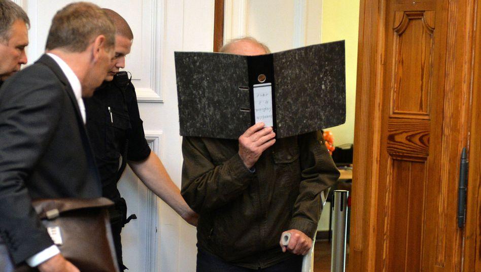 Rentner Ernst B. im Landgericht Stade: Zu hoch gezielt