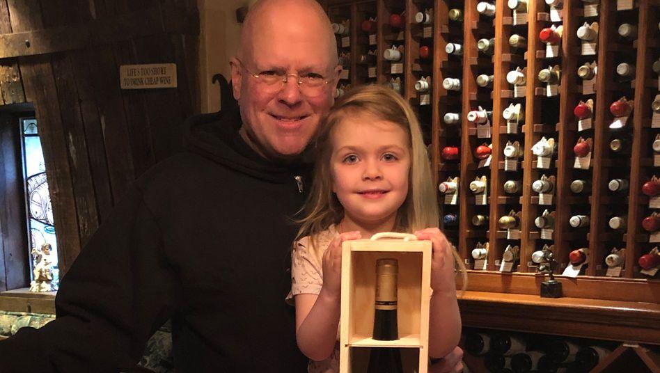"""Dade Thieriot, Tochter Maria und der ersteigerte Wein: """"Diese Trockenbeerenauslese ist perfekt"""""""