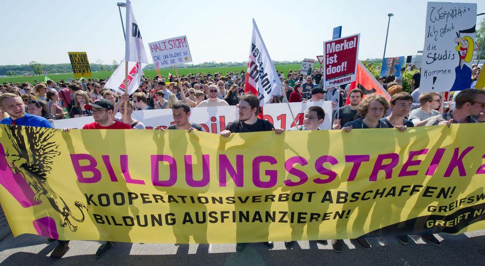 """Bildungsstreik in Greifswald: """"Kooperationsverbot abschaffen"""""""