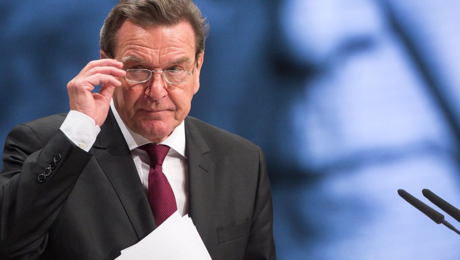 Altkanzler Schröder auf SPD-Parteitag: Standing Ovations von den Delegierten