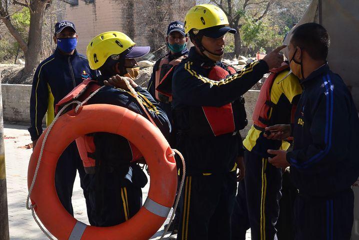 Rettungsmannschaften bereiten sich auf ihren Einsatz in Uttarakhand vor