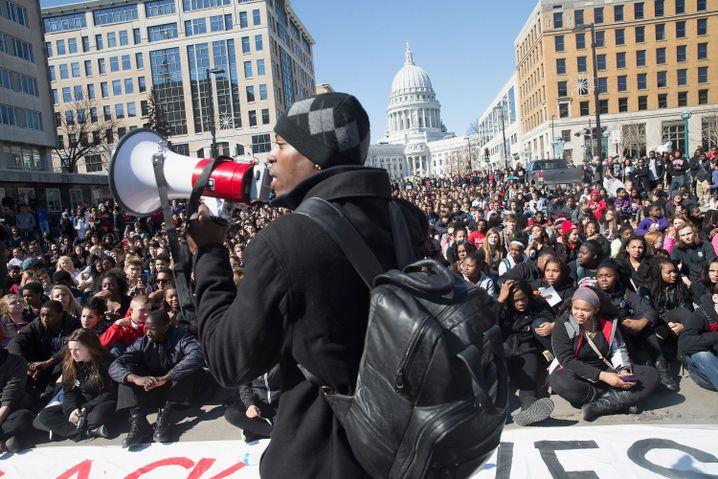 Demonstration in Madison: Proteste gegen Tod von dunkelhäutigem Teenager