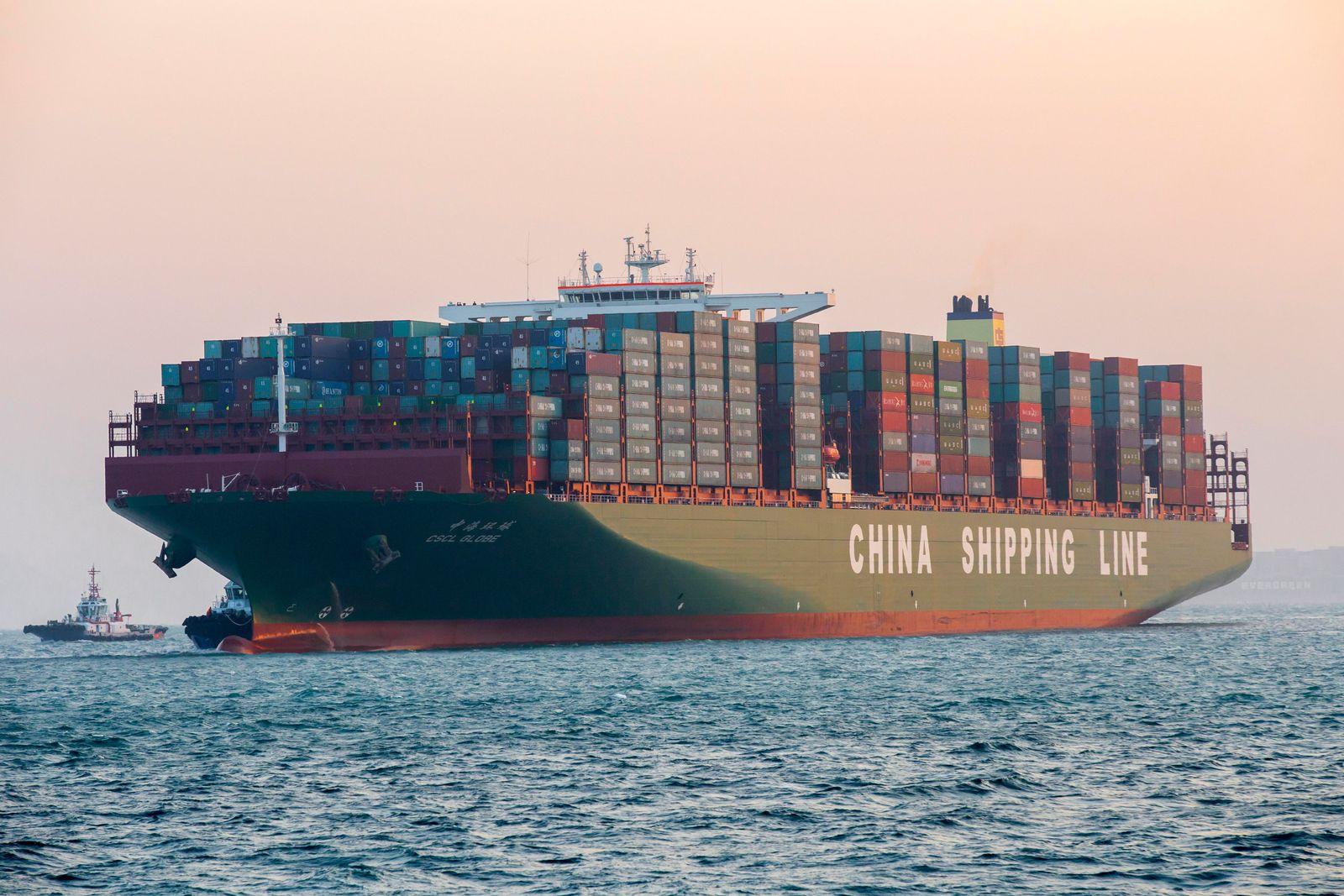 CSCL Globe / Größtes Schiff der Welt besucht Hamburg