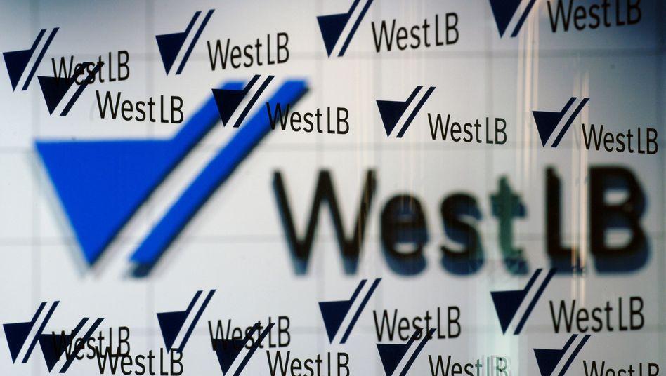 """Logo der WestLB in der Düsseldorfer Zentrale: """"Konsolidierung mit privater Beteiligung"""""""