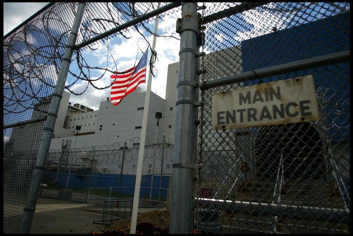 Rikers Island: Barbarische Misshandlungen und mysteriöse Todesfälle