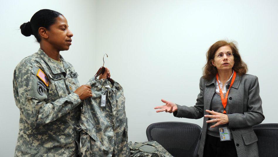US-Soldatin (Archivbild): Bisher mussten Frauen in der Truppe ihre Haare zu einem Knoten binden