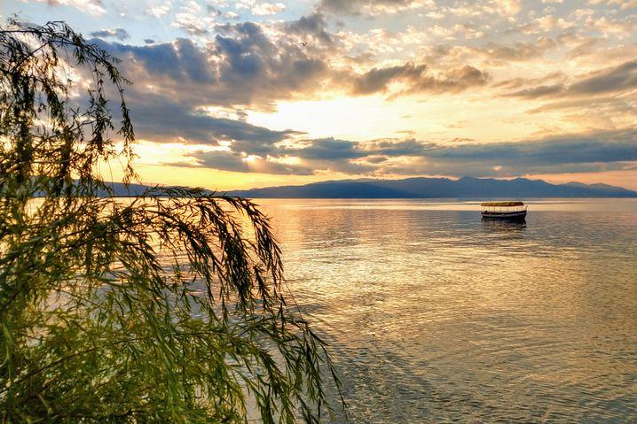Im Wasser der Ohridsees gibt es mehrere Fundstellen jungsteinzeitlicher Pfahlbausiedlungen