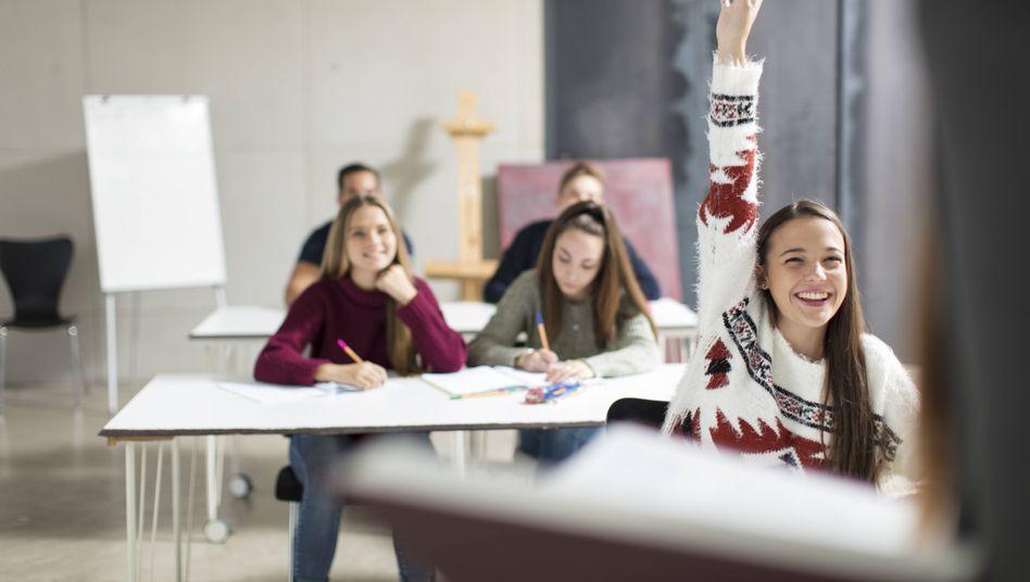 Wie viel Werbung es an Schulen gibt, weiß kaum ein Kultusministerium. Lehrer und Verbraucherschützer kritisieren das scharf