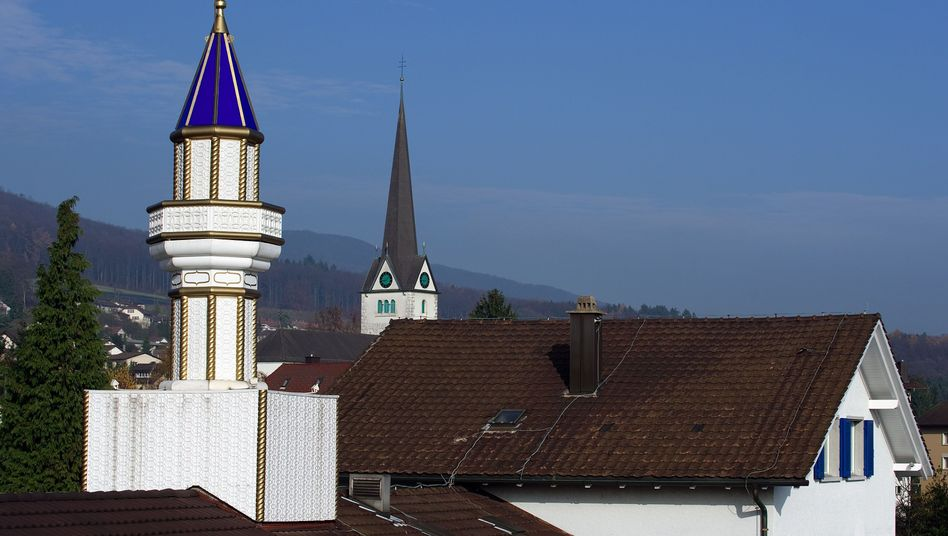 A minaret in Wangen bei Olten: The Swiss have voted in favor of a ban on minaret construction.