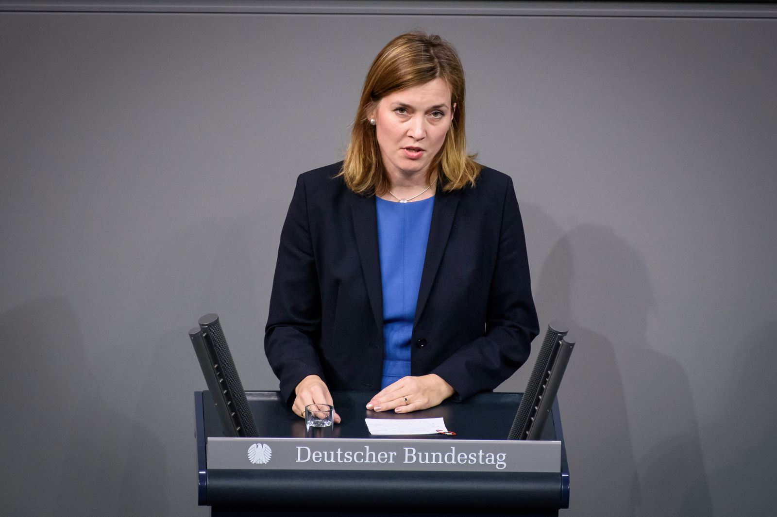 Berlin, Plenarsitzung im Bundestag Deutschland, Berlin - 27.11.2019: Im Bild ist Siemtje Möller (spd) während der Sitzu