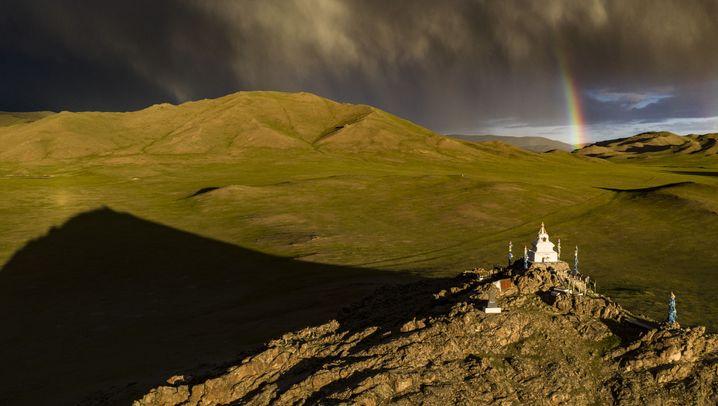 Fotograf Michael Martin unterwegs: Regenbogen über Stupa
