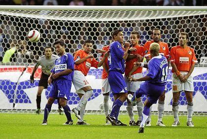 Zauberer Marcelinho: Freistöße (hier im Uefa-Cup gegen Nikosia) sind seine Spezialität