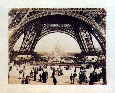 Der Eiffelturm - einer der Höhepunkte auf der Weltausstellung 1889 in Paris