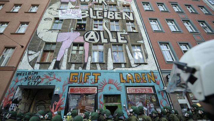 Photo Gallery: Berlin Squat Eviction
