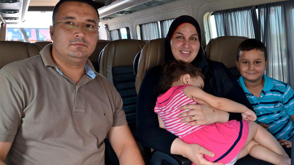 Evakuiert: Familie Owaida wird vom Gazastreifen nach Jordanien gebracht