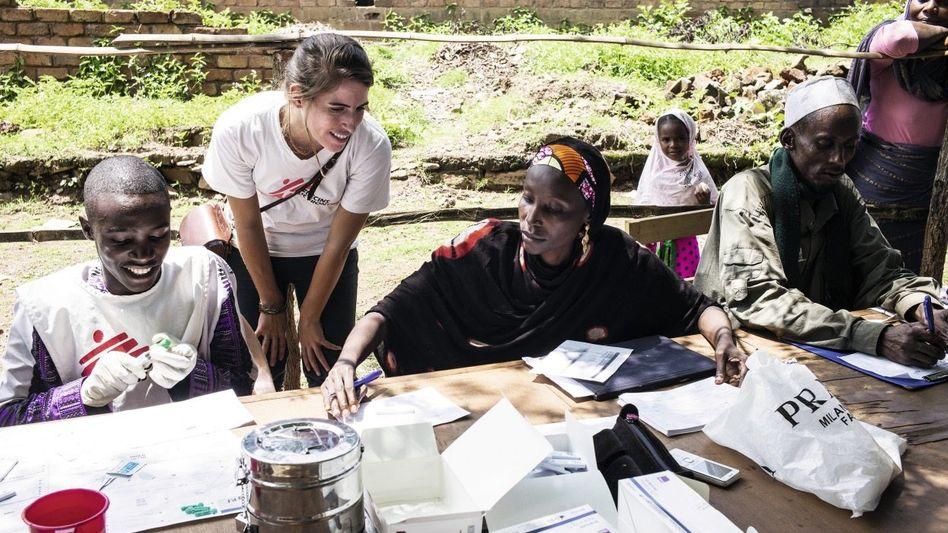 MSF-Krankenschwester Peters (2.v.l.), Helfer in Bambari »Wie rette ich Leben und überlebe dabei?«
