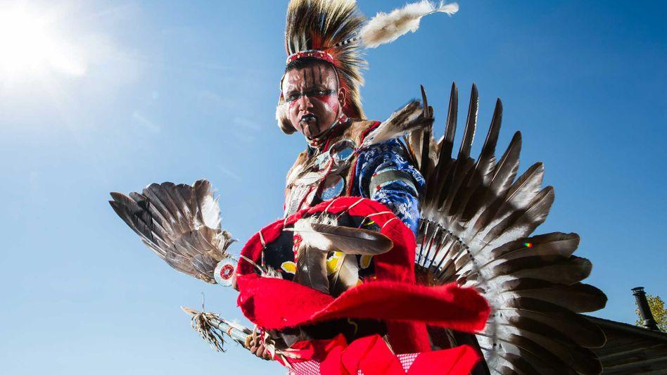 Einen einmaligen Blick in die Traditionen der indigenen Völker Kanadas bietet ein Pow Pow ¿ ein Fest mit Tanz, Gesang und viel First-Nations-Kulinarik.