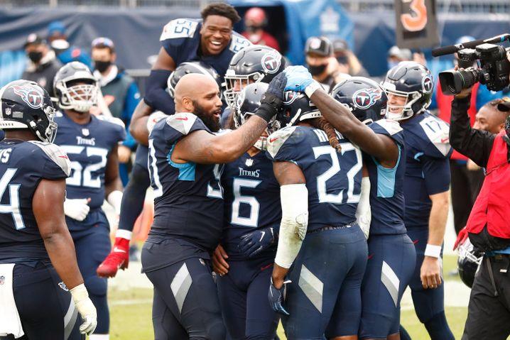 Die Titans feiern ihren Runningback Derrick Henry