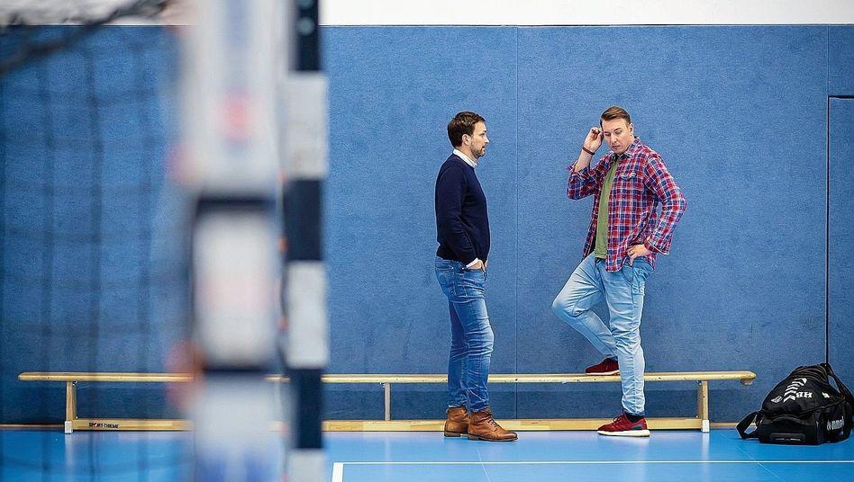 Geschäftsführer Viktor Szilágyi und Trainer Filip Jicha vom Handball-Bundesligisten THW Kiel