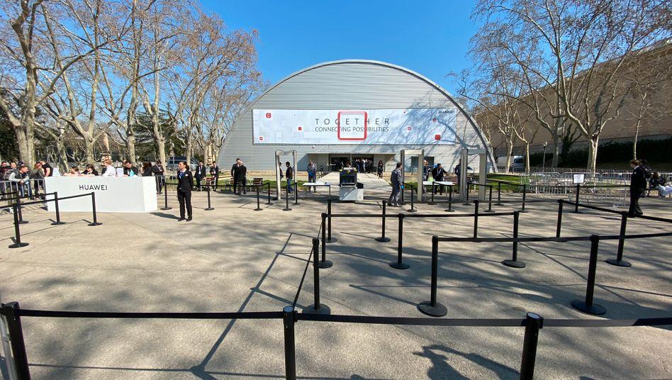 Der Eingangsbereich zur Huawei-Pressekonferenz in Barcelona: In früheren Jahren drängten sich hier Menschenmassen