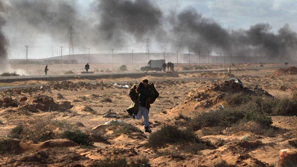 Kämpfe in Libyen: Gewehrsalven, Jubelfeiern und Wüstensand