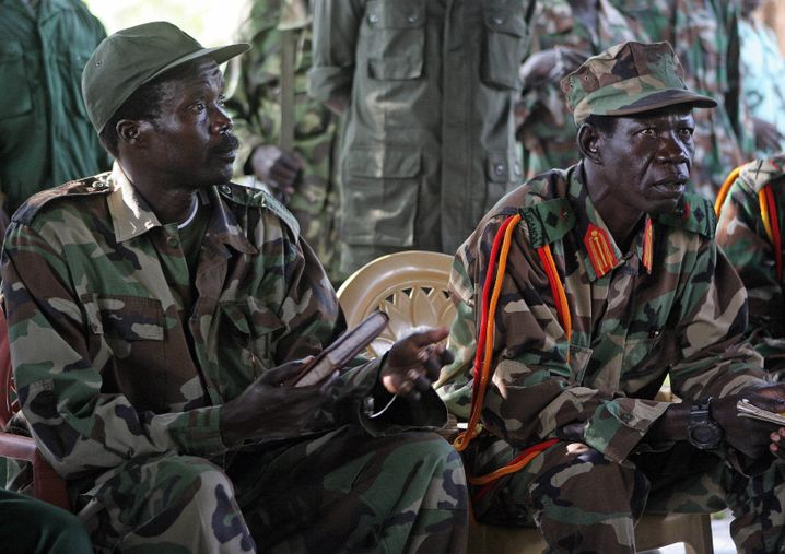 Rebellenführer Joseph Kony (l., Archiv)