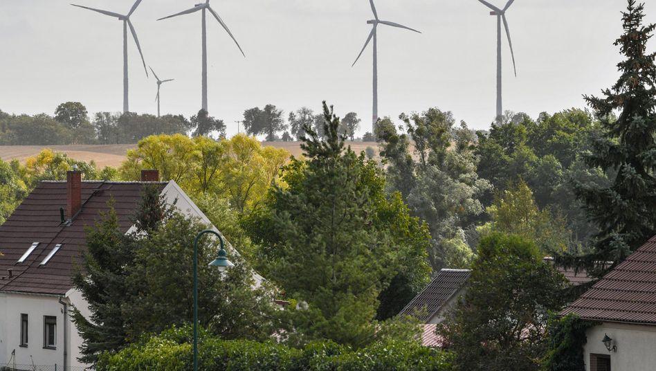 Windkraftanlagen in Brandenburg: heftiger Protest gegen Abstandsregel
