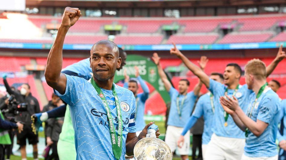 City-Kapitän Fernandinho nach dem Gewinn des Ligapokals im April
