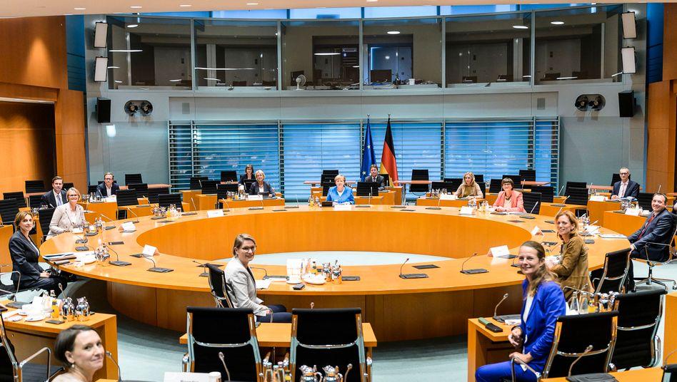 Kanzlerin Merkel und SPD-Chefin Saskia Esken im Kreis der Bildungsministerinnen und -minister