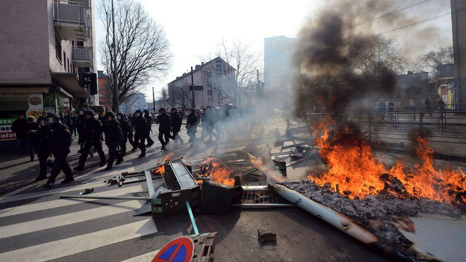 EZB-Krawalle in Frankfurt: Blockupy drückt sich um Verantwortung